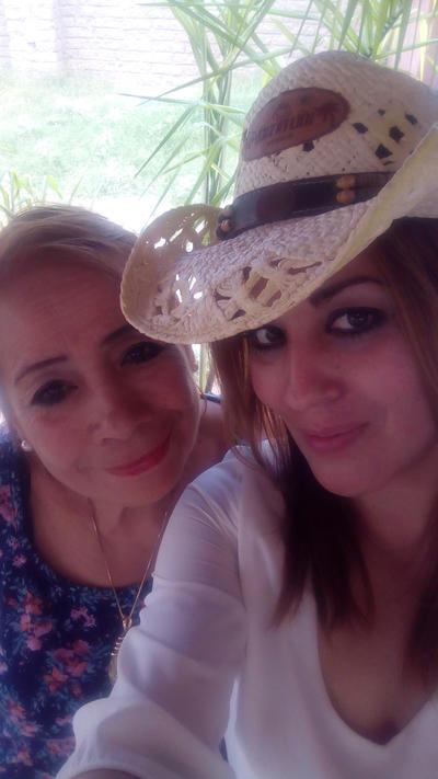 06092018 Janneth Quiñones con su mamá, Conny.