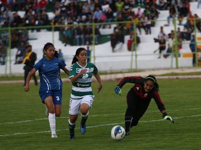 Llegando los goles de Regina Montoya en una vaselina espectácular y el de Brenda Guevara de cabeza en tiro de esquina.