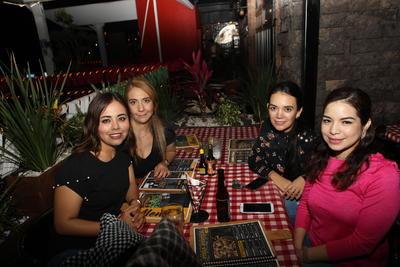 Grecia, Karla, Veronica y Anahi.