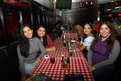 Gisela, Paola, Idaly y Jeniffer.