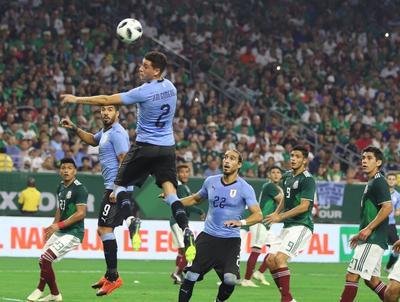 México por su parte no contó con los referentes nacionales para el partido.