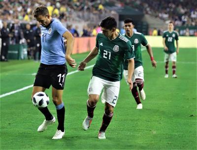 Uruguay presionó desde el arranque del encuentro, sin embargo fue en el complemento donde se vio superior a México.