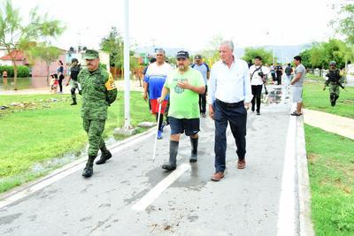 El alcalde Jorge Zermeño acudió a las zonas afectadas.