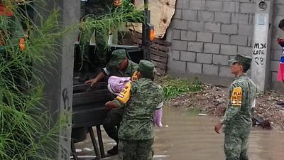El Ejército se encarga de la evacuación de familias de la Santiago Ramírez.