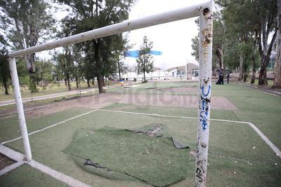 El ala poniente del parque Guadiana sufre graffiti de forma frecuente.