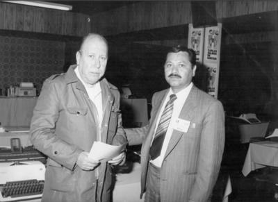 09092018 Guillermo Pérez Verduzco, corresponsal de 24 horas, acompañado por el C.P. Roberto de Pérez Escareño, hace varias décadas, en Gómez Palacio, Dgo.