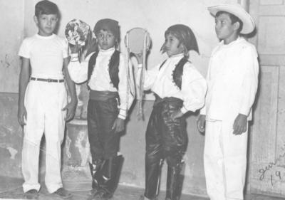09092018 Raúl, Eladio y Carlos A. con su amigo, Jesús, en el festival de fin de año de la Esc. Fed. Felipe Carrillo Puerto en junio de 1957.