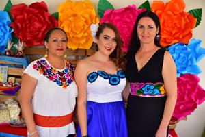 09092018 POR CASARSE.  Fernanda con Norma y Zaira en su despedida de soltera.