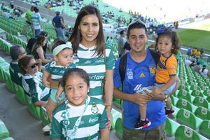 09092018 EN FAMILIA.  Cristina, Ashley, Annel, Ximena y Javier.