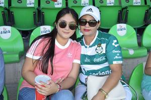 09092018 EN EL FUT.  Sandra y Mireya.