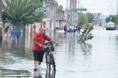 Apoyan a damnificados por las lluvias