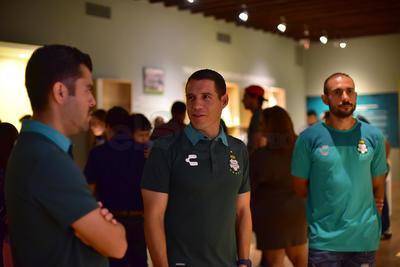 Santos Laguna visita exposición futbolera en el Arocena