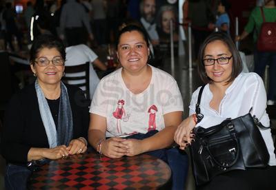 Sandra, Edith y Josefina.