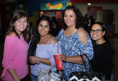 Lupita, Juanita, Yareli y Andrea.