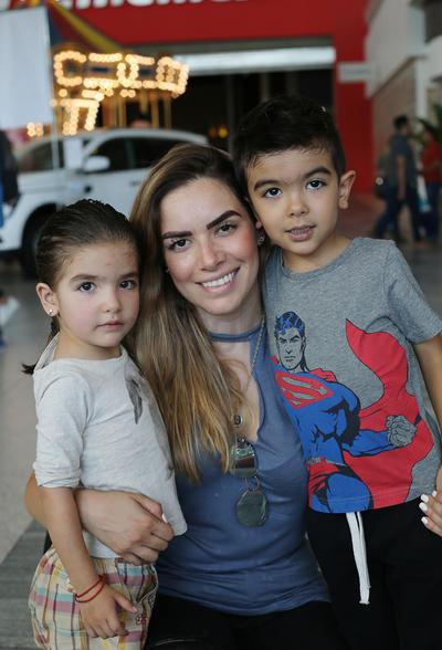Cecilia Guerrero, Sofía y Santi.