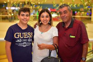 11092018 EN FAMILIA.  Ángel, Claudia y Benjamín.
