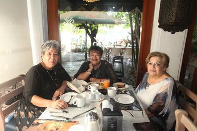 Guadalupe García Lugo, Sara Mariza Hernández y Verónica Van Graff.