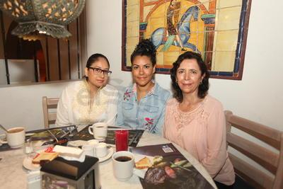 Beatriz Chávez, Fátima Galván y Karina Vargas.
