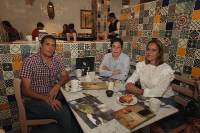 Luz Yolanda Martínez, Amelia Salas y Jorge Ledezma.