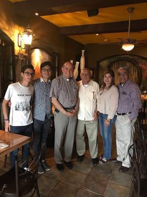 13092018 DE PASEO.  Alejandro Rodríguez en Cd. Juárez compartiendo con el Sr. Obispo de esa ciudad, don José Guadalupe Torres Campos, y la Familia Delgado Rodríguez.