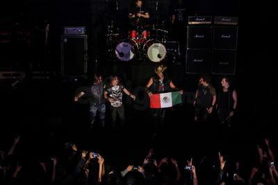'Días duros' y 'Aún estás en mis sueños' continuaron con el concierto.