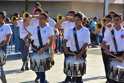Realizan en Torreón desfile por la Independencia de México