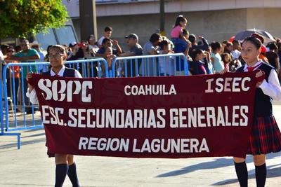 Alumnos de distintas escuelas de la región, también formaron parte del recorrido.