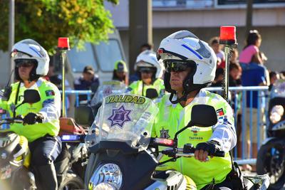 Tránsitos desfilaron en motocicletas.
