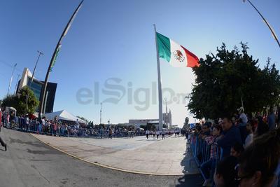 El desfile pasó por la avenida Matamoros del Centro de Torreón.