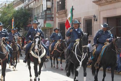 Más de 100 caballos, vehículos todo terreno, y mas de tres mil personas uniformadas, el desfile concluyó 'sin novedad'.