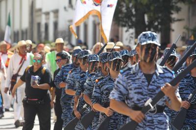 Desfilaron por la calle 5 de febrero, Hidalgo y 20 de Noviembre.