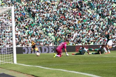 Cota no pudo evitar el primer gol de los Guerreros.