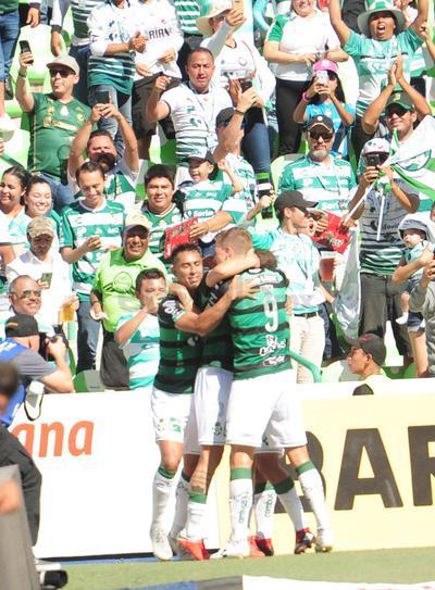 El uruguayo Jonathan Rodríguez marcó el primer tanto del encuentro.