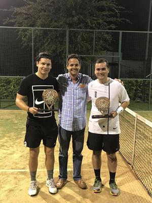 16092018 Manolo Jaidar con Rodrigo y Luis, campeones de Primera Fuerza.