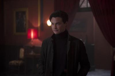 """""""Nicholas Scratch"""" (Gavin Leatherwood) es un joven y apuesto hechicero de la Academia de las Artes Ocultas que se hace amigo de """"Sabrina Spellman"""", la alumna nueva."""