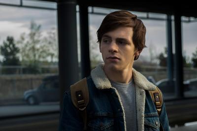 """""""Harvey Kinkle"""" (Ross Lynch) es el novio de """"Sabrina"""", el irresistible príncipe encantador de este oscuro cuento de hadas; hijo de un minero de carbón, completamente ajeno a las fuerzas oscuras."""