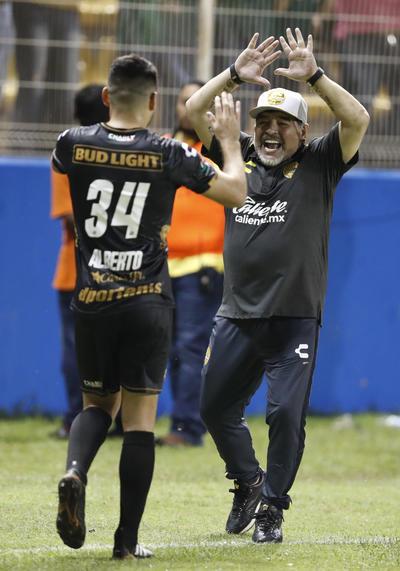 """""""El Pelusa"""" debutó con Dorados con goleada."""