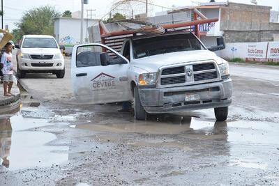 José Abad Calderón Partida, previsor del tiempo en la Comisión Nacional del Agua (Conagua), explicó que se trató de una tormenta eléctrica puntual, pero el Observatorio, que se ubica en la colonia Torreón Jardín, no registró precipitación alguna, pues este sector se mantuvo seco.
