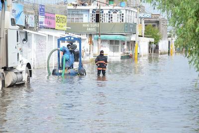 La lluvia que azotó a la ciudad durante 25 minutos la noche de este lunes fue inapreciable en el pluviómetro del Observatorio Meteorológico. pues se focalizó en el nororiente de Torreón.