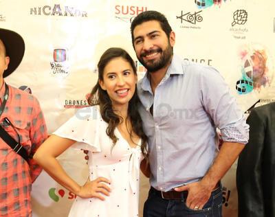 El Festival Nacional de Cine de Torreón inició ayer con la presentación del filme Tiempo compartido que protagonizan Miguel Rodarte y Luis Gerardo Méndez. Ninguno de los dos actores vino a La Laguna, pero sí el director del filme, Sebastián Hoffman. La película se proyectó pasadas las 8:00 de la noche en Cinépolis Cuatro Caminos.