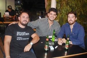 19092018 ENTRE AMIGOS.  Juan, Juan y Manuel.