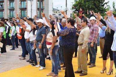 En la Plaza Mayor se concentraron los participantes en el simulacro.