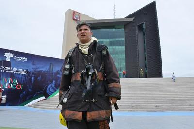 Los Bomberos ayudaron a evacuar la Presidencia.