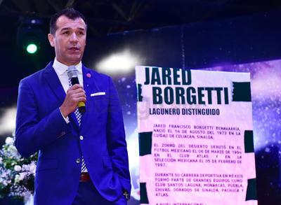 Borgetti cayó en cuenta de que su carrera en el futbol ha tenido resonancia, lo que llegó a quebrarle la voz, a punto del llanto mientras describía el momento.