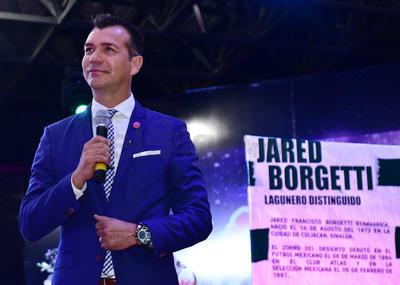 En la ceremonia se realizó la lectura de una semblanza de Borgetti, recordándolo como el joven que llegó a Santos siendo un desconocido y que fue creciendo dentro del futbol mexicano.