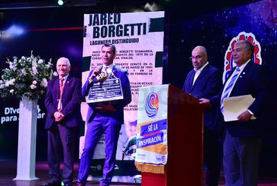 El Club Rotario premió el gran legado del sinaloense en el club de la región, Santos Laguna.