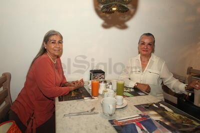 Ana Maria González y Liliana Salum.