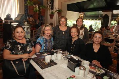 Festejando a la sra. Rosa Maria Sosa Mejorado.