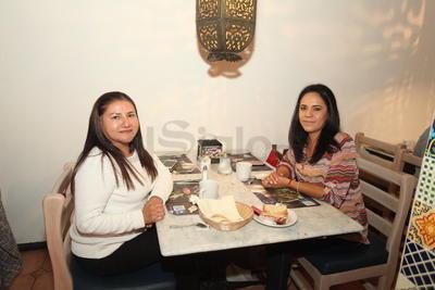 Yolanda Cabral y Azucena Ortega.