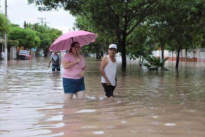 Además, la Secretaría General de Gobierno de Sonora instaló, a través de la Unidad Estatal de Protección Civil, los 16 Comités de Operación de Emergencias correspondiente al mismo número de municipios.
